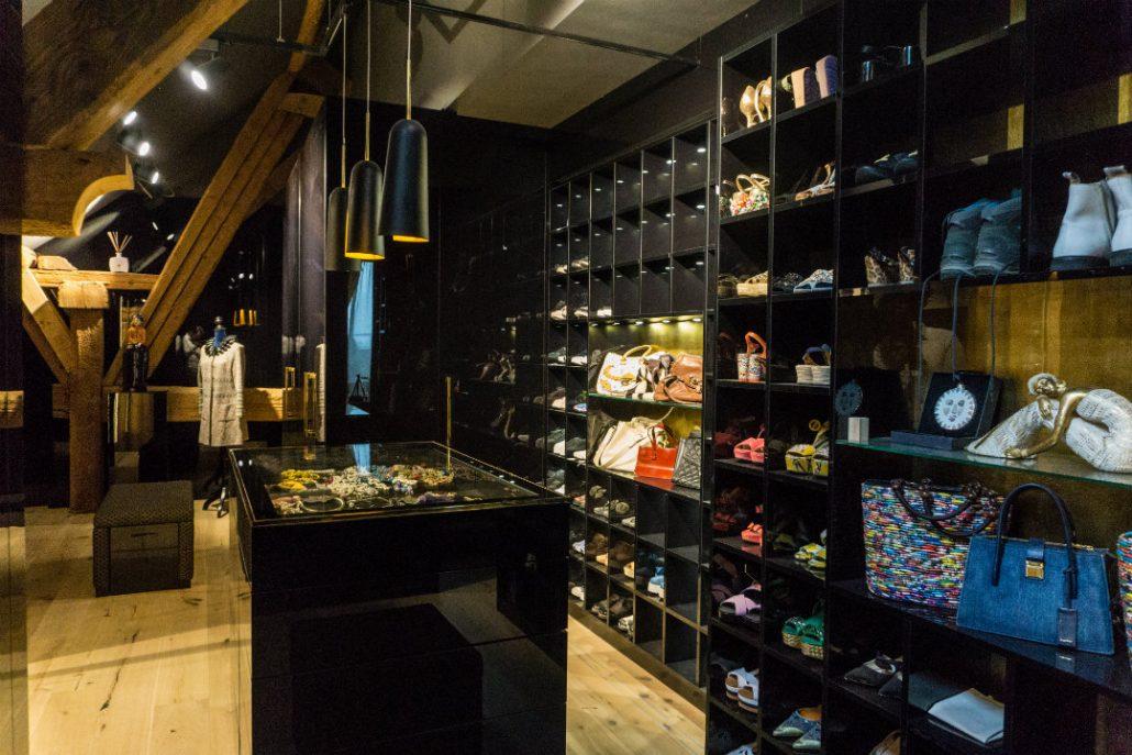 Walkin closet hochglanz schwarz Schuhschrank