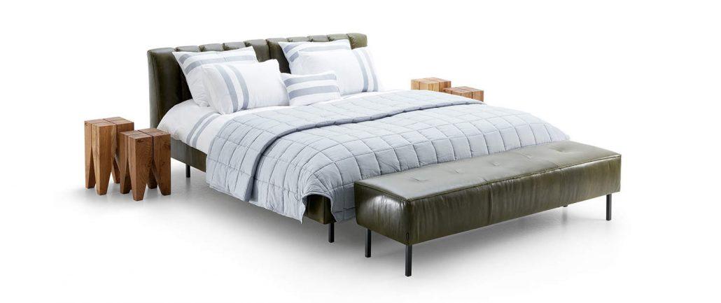 Grunes Leder Lommy m Bed mit Holz nachttisch