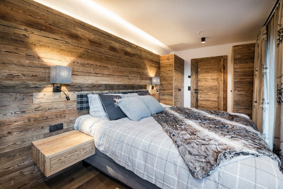 Kroel Winkel Schlafzimmer Holz verkleidet