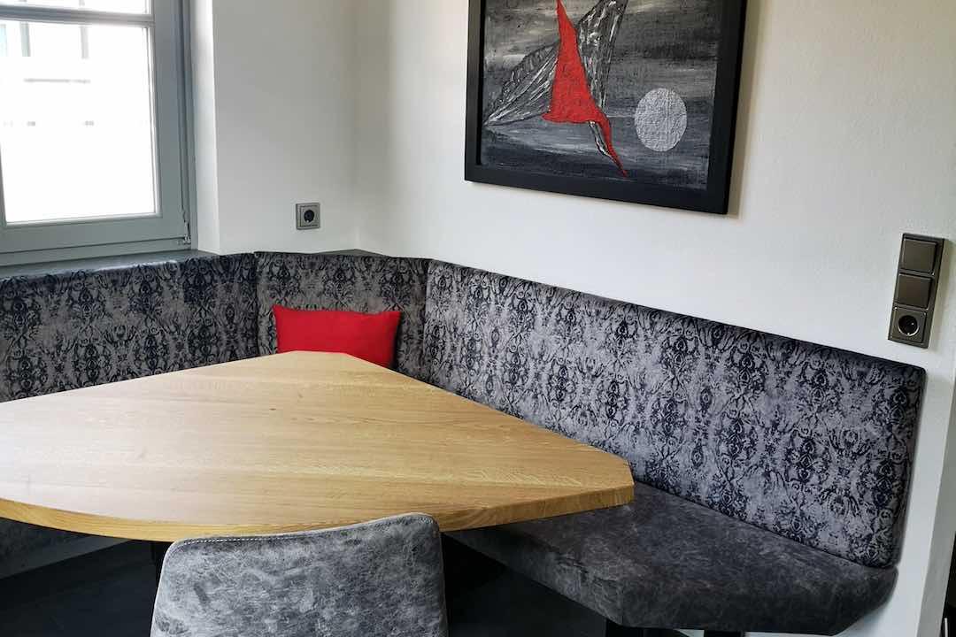 Essecke Eichentisch mit anthrazitfarbene Sitzbank